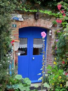 Saint-Suliac - Blue door of a house and flowers