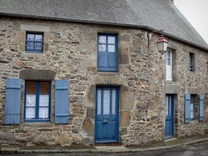 Saint-Suliac - Stone house with blue doors and shutters
