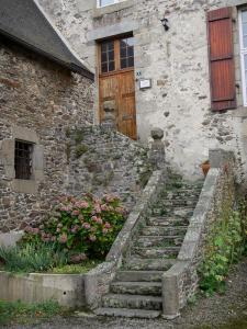 Saint-Suliac - Stone stair of a house