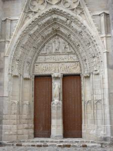 Saint-Sulpice-de-Favières church - Carved portal of the Saint-Sulpice church