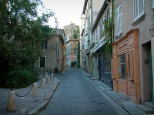 Saint-Tropez - Narrow street and houses of the Ponche district