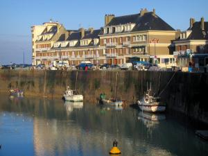 Saint-Valery-en-Caux - Port with boats, quay and places of residence of the city (seaside resort), in the Pays de caux area
