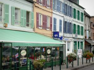 Saint-Valery-sur-Somme - Facades of houses with colourful shutters, cafes and shops