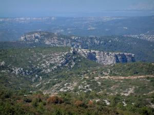 Sainte-Baume massif - Scrubland and rock faces