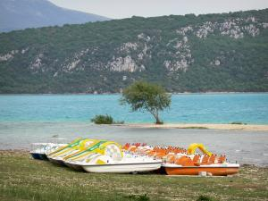 Sainte-Croix lake - Pedal boats, lake (water reservoir); in the Verdon Regional Nature Park