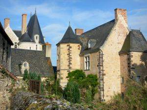 Sainte-Suzanne - Old manor house and lodge of the castle