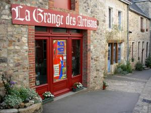 Sainte-Suzanne - Shop and stone houses of the medieval town