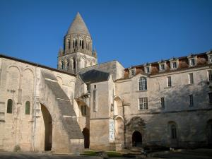 Saintes - Abbaye-aux-Dames: abbey church and convent building