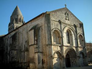 Saintes - Abbaye-aux-Dames: abbey church of Romanesque style
