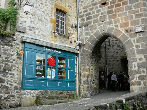 Salers - Tourism, holidays & weekends guide in the Cantal