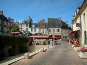 Sancerre - Nouvelle square with houses and restaurant terrace