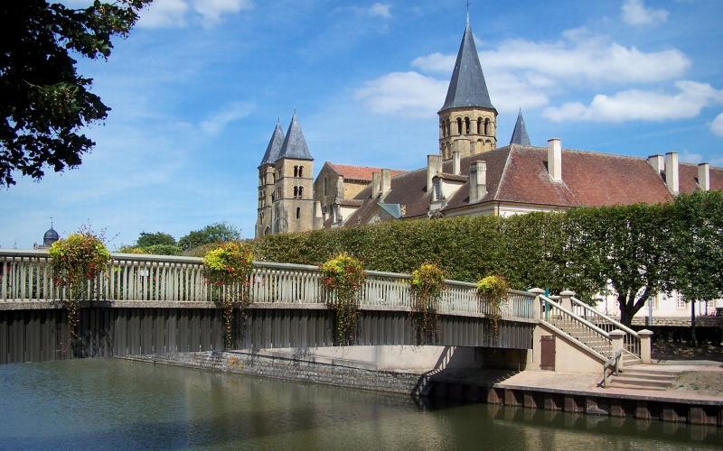 Villes villages de la sa ne et loire tourisme - Piscine paray le monial ...