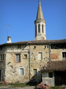 Sarrant - Bell tower of the Saint-Vincent church and facades of houses in the medieval village