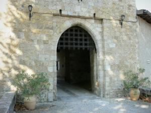 Sarrant - Gate of the town (fortified gate)