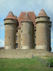 Sarzay castle - Stately lodge and towers of the medieval fortress