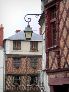 Saumur - Timber-framed houses and lamppost