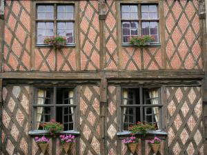 Saumur - Timber-framed house and windows decorated with flowers