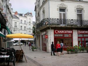 Saumur - Houses, restaurant terrace and shops