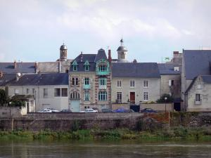Saumur - Houses of the Offard island, Visitation church and the Loire River (Loire valley)