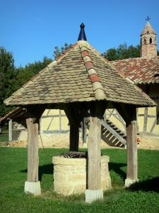 Savoyard Bresse - Well and Saracen chimney of Grange du Clou (Bressan farmhouse); in Saint-Cyr-sur-Menthon
