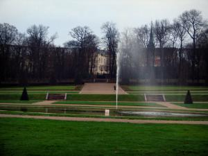 Sceaux park - Lawns, paths, fountain and trees