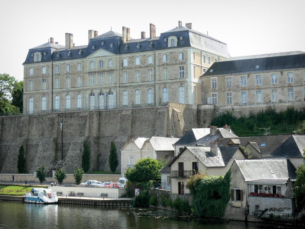 Stadt An Der Sarthe