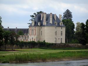 Selles-sur-Cher - Château, trees, bank and the River Cher