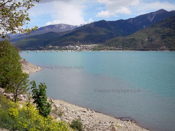 Serre-Ponçon lake - Tourism, holidays & weekends guide in the Hautes-Alpes