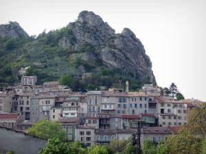Serres - Pignolette rock overlooking the houses of the village
