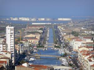 Sète - Bridges spanning the canal, houses and buildings of the city and the commercial harbour