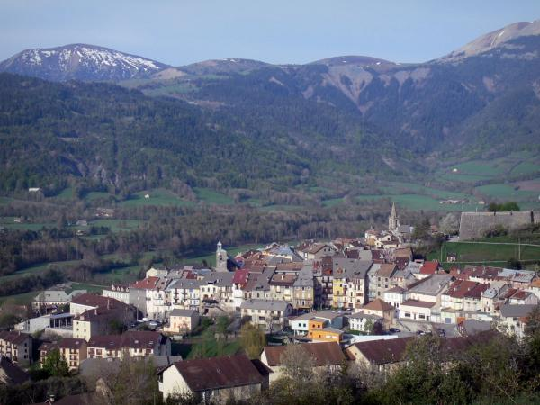 Seyne - View of the old town, with its bell towers, its houses and its citadel (Vauban fort), and the surrounding mountains