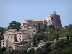Simiane-la-Rotonde - Rotunda (keep of the medieval castle) and houses of the hilltop village