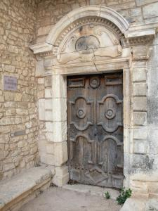 Simiane-la-Rotonde - Entrance to a residence, ancient door