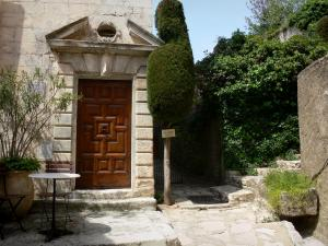 Simiane-la-Rotonde - Entrance to a house