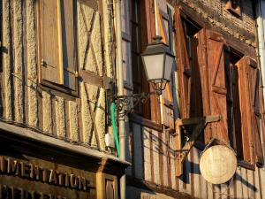 Simorre - Facades of the half-timbered houses