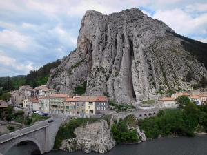 Sisteron - Baume rock (Baume mountain) overhanging the houses by the River Durance