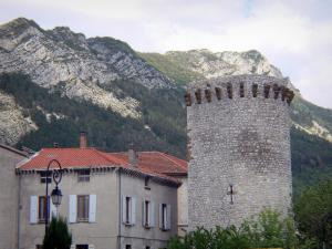 Sisteron - Tower (remains of the surrounding wall), houses, lamppost and rocky crests