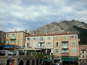 Sisteron - Houses in colourful facades in the old town and mountain