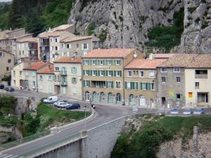 Sisteron - Houses at the foot of the Baume rock and bridge spanning the Durance river