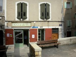 Sisteron - Bench, shop and houses in the old town
