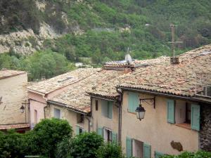 Sisteron - Houses and trees