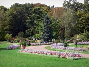 La Source floral park - Flowerbeds, lawns, path and trees
