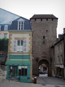 La Souterraine - Saint-Jean gateway and facade of a house decorated with a painted facade
