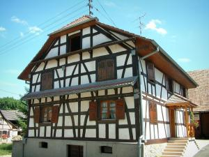 Sundgau - White timber-framed House (village of Riespach)