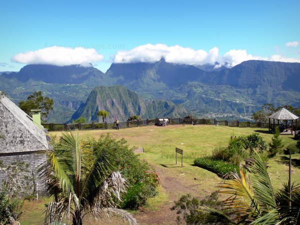 Talkessel Salazie - Nationalpark der Réunion: Blick auf den natürlichen Talkessel Salazie von der Aussichtsstelle Bélouve aus
