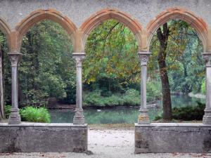 Tarbes - Massey garden (English landscape park): arches and columns of the cloister (remains of the Saint-Sever-de-Rustan abbey), view of the pond lined with trees