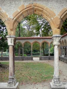 Tarbes - Massey garden (English landscape park): columns and arches of the cloister (remains of the Saint-Sever-de-Rustan abbey)