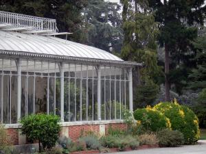 Tarbes - Massey garden (English landscape park): orangerie, shrubs and trees