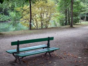 Tarbes - Massey garden (English landscape park): bench overhanging the pond surrounded by trees