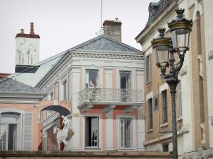 Tarbes - Trompe l'oeil of the Gaieté street, lamp post and facade of a brick house